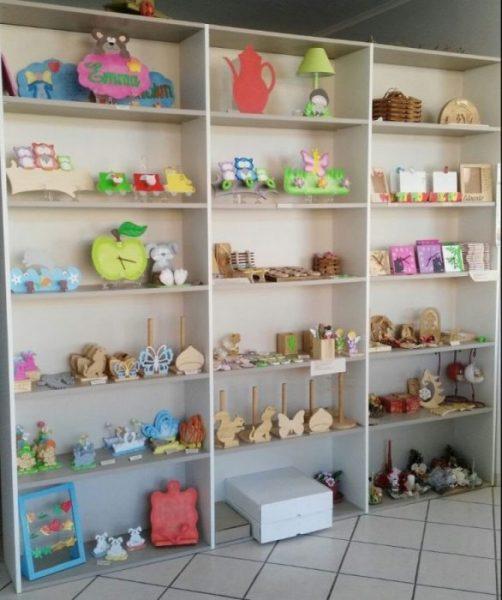 Scaffale negozio   Oggetti in legno
