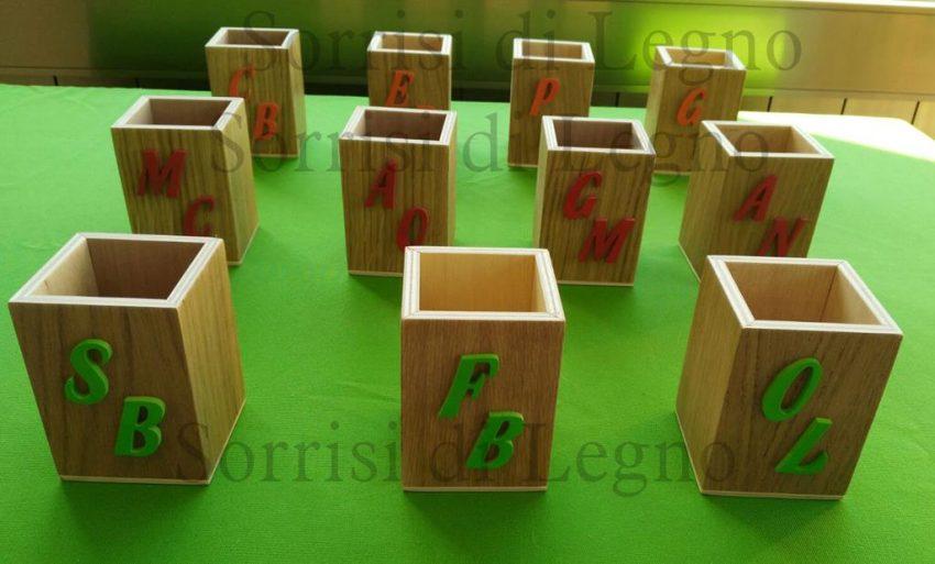 Porta penne in legno