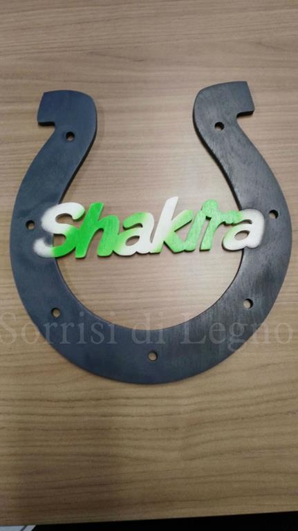 nome-Shakira-con-ferro-di-cavallo