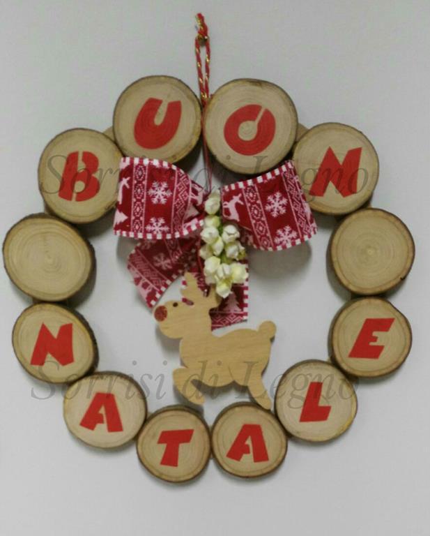 Immagini Con Scritte Di Buon Natale.Ghirlanda Con Scritta Buon Natale Realizzata In Legno