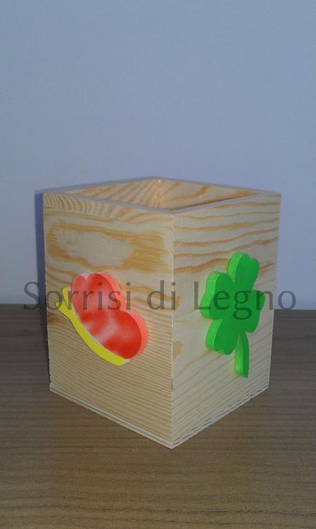 Portapenne da scrivania sorrisi di legno - Portapenne da scrivania ...
