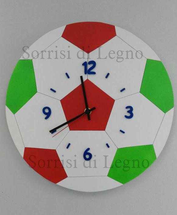 Orologio a forma di pallone con i colori della nazionale e numeri applicati