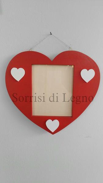 Portafoto a forma di cuore in legno