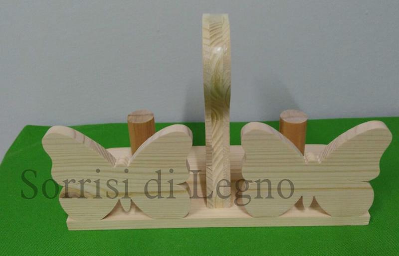 Porta bicchieri in legno grezzo a forma di farfalla