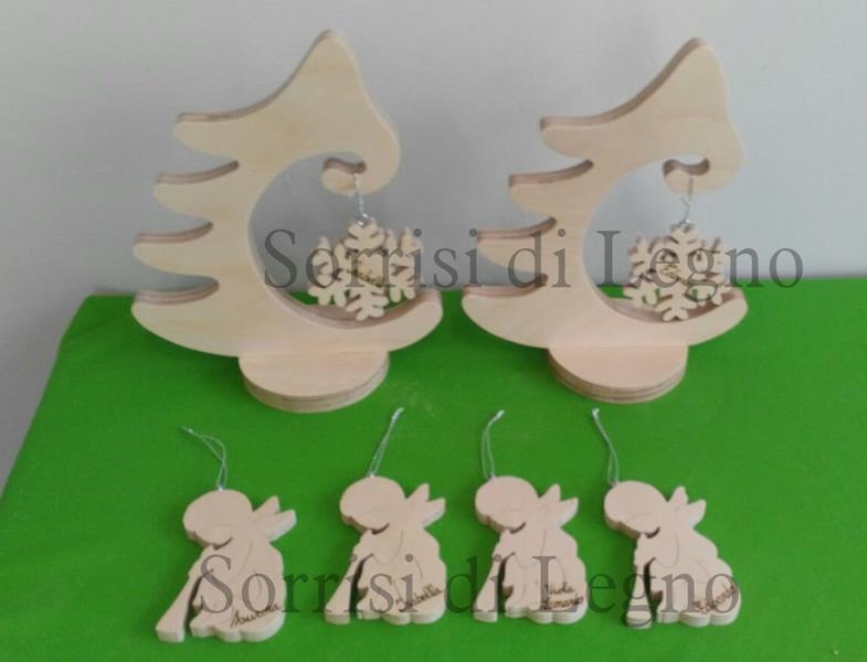 Alberi natalizi in multi strato grezzo con angioletti e fiocchi di neve